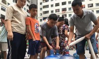 Chủ tịch Hà Nội yêu cầu không để hộ dân nào mất nước sạch dịp Tết
