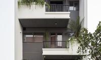 Ngôi nhà phố ấn tượng với thiết kế mặt tiền phủ kín cây xanh