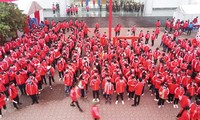 Sinh viên Đại học Bách khoa trước giờ khai hội Chủ nhật Đỏ