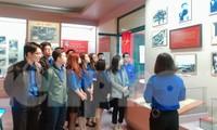 Tham quan bảo tàng Tuổi trẻ Việt Nam nghe về tấm gương các anh hùng trẻ tuổi