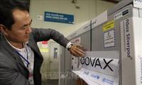 Cận cảnh lô vắc xin đầu tiên từ COVAX về Việt Nam