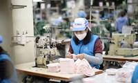 Theo Vinatex, ngành dệt may sẽ thiệt hại 5.000 tỷ đồng, nhiều doanh nghiệp dự báo mất thanh khoản vào tháng 4 nếu dịch COVID-19 kéo dài