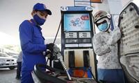 Giá xăng có thể tiếp tục giảm mạnh vào ngày mai với mức giảm tối đa từ 800 - 1.000 đồng một lít