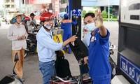Giá bán lẻ các loại xăng dầu giảm nhẹ ừ 45 – 177 đồng/lít, kg tính từ 16h30 hôm nay.