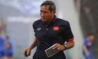 HLV Mai Đức Chung muốn giành tặng chiến thắng trước Campuchia cho đồng nghiệp Park Hang-seo.