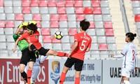 Tuyển nữ Việt Nam chia tay đấu trường châu Á sau trận thua 0-4 trước Hàn Quốc tối 13/4.