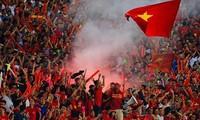 Đội tuyển Việt Nam có thể chịu án phạt nặng nếu CĐV tiếp tục đốt pháo sáng trên sân vận động.