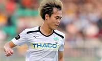 Văn Toàn và các đồng đội đã có trận thắng quan trọng trước SHB Đà Nẵng để rộng cửa trụ hạng V-League.