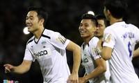 Lương Xuân Trường và các đồng đội ăn mừng chiến thắng trước Hải Phòng.
