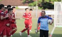 Tuyển Việt Nam hướng tới chiến thắng đầu tiên trên sân Indonesia trong vòng 10 năm qua.
