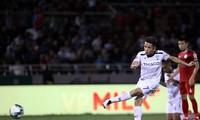 Hồng Duy ghi bàn giúp HAGL chính thức trụ hạng V-League 2019