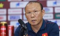 HLV Park Hang Seo cho rằng U22 Việt Nam gặp khó khăn vì lịch thi đấu dày ở SEA Games 30.