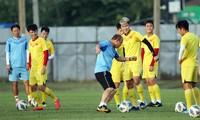 HLV Park Hang Seo và các học trò đang tích cực chuẩn bị cho trận đấu với Triều Tiên.