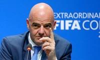 Chủ tịch FIFA Janni Infantino khuyến nghị các CLB kéo dài hợp đồng tới hết mùa giải với các cầu thủ.
