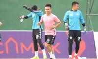 Quang Hải trên sân tập cùng CLB Hà Nội trên sân Gò Đậu chiều 23/6.