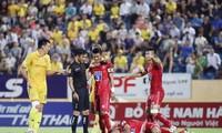 Trọng tài trong trận đấu giữa CLB Nam Định và Hải Phòng. Ảnh: Vietnamnet