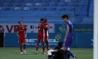 Trọng Hoàng và các đồng đội vào Bán kết cúp Quốc gia Bamboo Airways 2020 với chiến thắng đậm 4-1 trước Bình Dương. (ảnh Phương Phương)