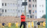 HLV Park Hang Seo muốn V-League tạo cơ hội cho cầu thủ trẻ để giải quyết cuộc khủng hoảng thiếu tiền đạo giỏi ở tuyển Việt Nam.