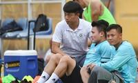 Quang Hải đang bị chấn thượng nhẹ, chưa thể trở lại thi đấu cho CLB Hà Nội. (ảnh Anh Nghiêm)
