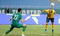 Mặt sân Mỹ Đình lộ chất lượng xấu ở trận đấu của đội tuyển Việt Nam với Australia.