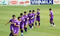Đội tuyển Việt Nam đang tích cực chuẩn bị cho trận đấu với Trung Quốc (Anh Đoàn)