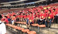 Vượt 3 lớp cửa an ninh vào sân xem U22 Việt Nam đấu Philippines
