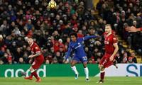 Cú lốp bóng đẹp mắt của Willian giúp Chelsea giữ lại một điểm.