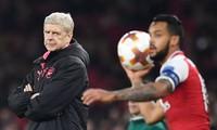 Còn Wenger, Arsenal không thể vô địch
