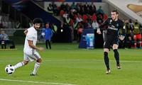 Bale (phải) ghi bàn ấn định chiến thắng 2-1 cho Real