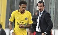 Emery bị trộm lấy mất hai chiếc áo đấu của Neymar. Ảnh: AP.