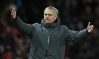 Bị chia điểm phút bù giờ, Mourinho mắng học trò đá như trẻ con