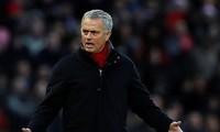 Mourinho tị nạnh vì Guardiola được thoải mái chiêu binh