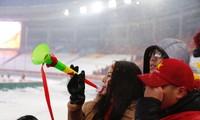 Những bóng hồng Việt rạng rỡ trên khán đài sân Thường Châu