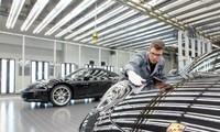 Những nhân viên làm việc tại Porsche nhận được phần thưởng xứng đáng cho kết quả kinh doanh tốt của công ty.