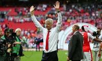 HLV Wenger từ chức, Mourinho nói gì?