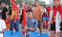 CĐV Việt Nam háo hức vào sân theo dõi trận đấu. Ảnh: Nguyễn Dũng.