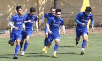 Đinh Thanh Trung (số 28) không được HLV Park Hang-seo chọn đi dự AFF Cup 2018. Ảnh: Vnexpress