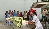 Nạn nhân thứ 6 được đưa đến nhà xác bệnh viện 19-8