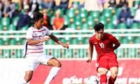 U18 Việt Nam (áo đỏ) để thua các cầu thủ trẻ Campuchia. Ảnh: Zing