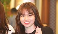 Bạn gái mới 'kèm sát' Quang Hải ở Gala Quả bóng vàng