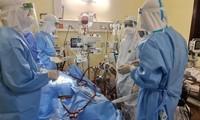 Nhân viên y tế tham gia chống dịch COVID-19