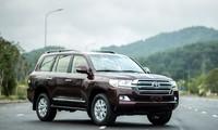 Cận cảnh Toyota Land Cruiser 2015 giá 2,8 tỷ đồng