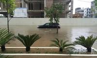 Làm thế nào lái xe an toàn qua đường ngập nước?