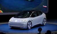 Dính 'phốt' khí thải, Volkswagen quay sang phát triển xe điện