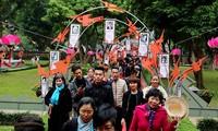 """Lần đầu tiên """"Con đường thi nhân"""" được mở tại Ngày thơ Việt Nam. Trên con đường này, Ban tổ chức giới thiệu chân dung, tác phẩm của các nhà thơ tiêu biểu trong làng thi ca Việt Nam."""