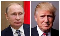 Tổng thống Nga Vladimir Putin (trái) và Tổng thống Mỹ Donald Trump
