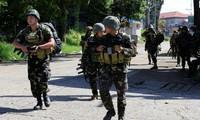 Quân đội Philippines tiếp tục các cuộc tấn công chống lại phiến quân Maute đang chiếm nhiều vùng tại Marawi. Ảnh: Reuters