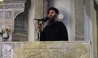Thủ lĩnh IS Abu Bakr al-Baghdadi trong lần xuất hiện cuối cùng tại Mosul vào năm 2014.
