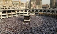 """Mỗi năm, hàng triệu tín đồ Hồi giáo để về thánh địa Mecca trong lễ hành hương Hajj. Ảnh"""" Reuters"""