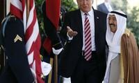 Tổng thống Mỹ Donald Trump gặp Quốc vương Kuwait Sheikh Sabah Al-Ahmad Al-Sabah tại Washington vào ngày 7/9. Ảnh: AP